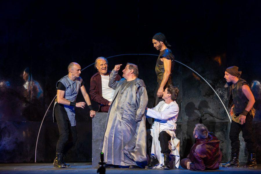 https://www.festivaldemerida.es/wp-content/uploads/2021/07/fotos-de-escena-antonio-y-cleopatra-900x600.jpg
